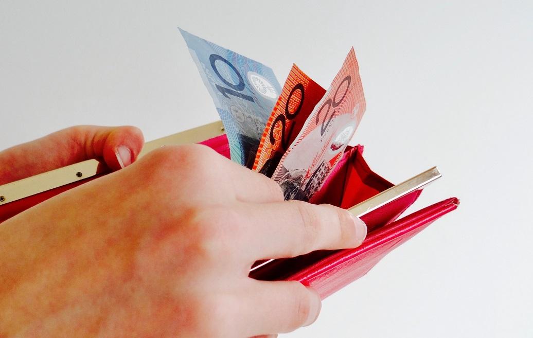 România s-a împrumutat cu 25 de miliarde de euro ca să plătească produsele celor care ne-au împrumutat – CRITICII.RO