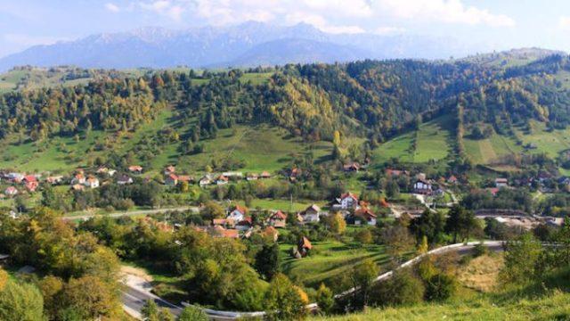 Oamenii dintr-o comună din România se opun construirii unui mare supermarket în centrul localității lor!