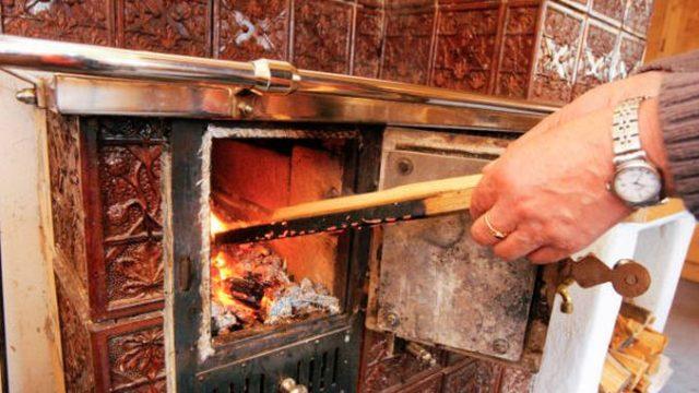 Încălzirea cu lemne – interzisă! Angajamentul luat de Guvern la Bruxelles!