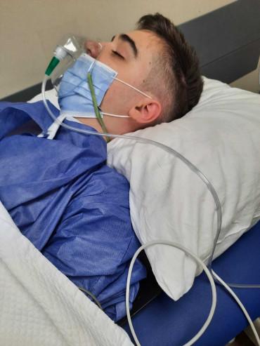Un băiat de 17 ani, care a învins deja cancerul și paralizia are nevoie de 225.000 de euro pentru un nou tratament pentru a trăi. Părinții și-au vândut deja tot ce au