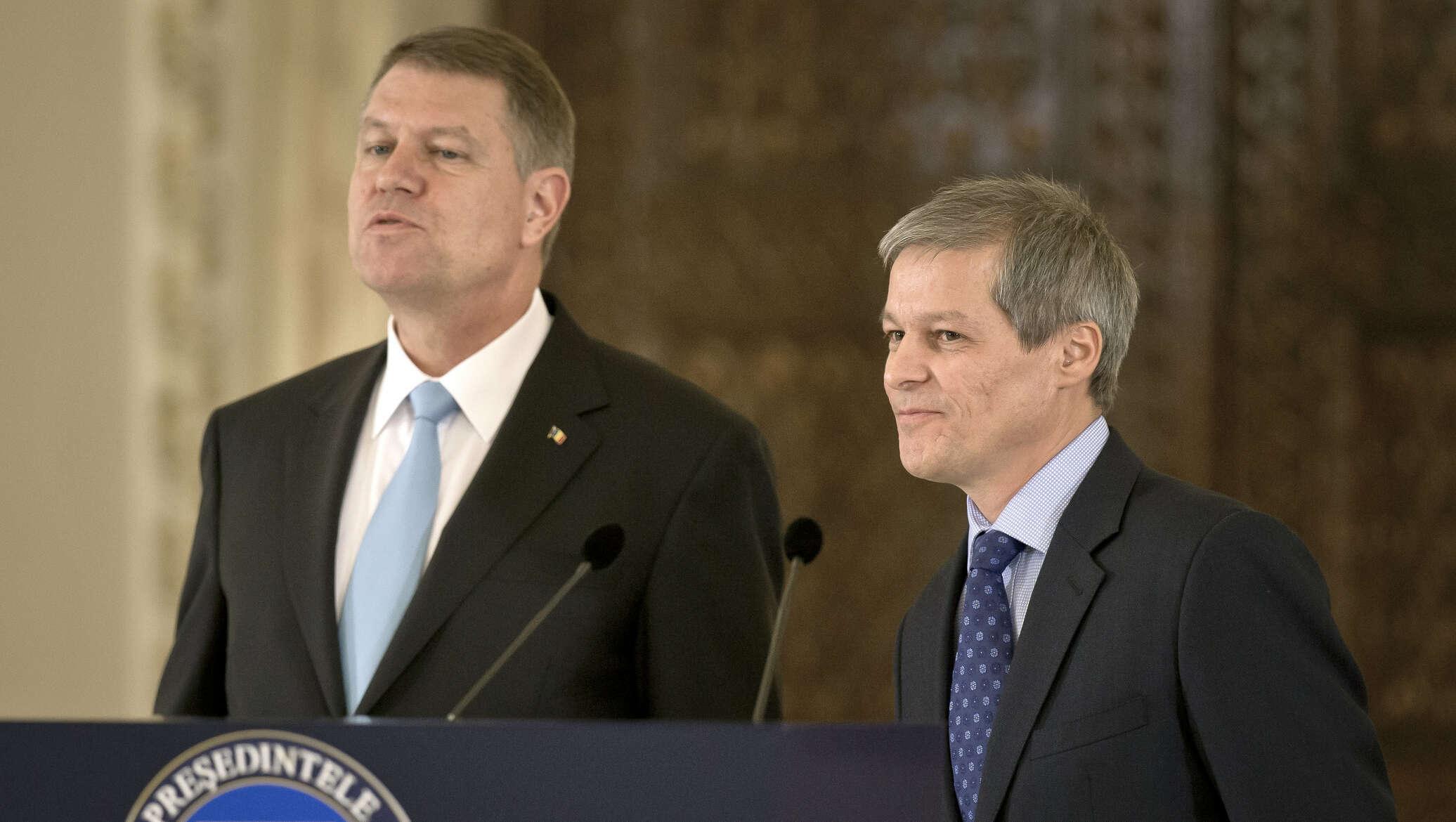 Cioloș crede că va organiza spirala, dar pentru el urmează urinoterapia din parlament – 60m.ro