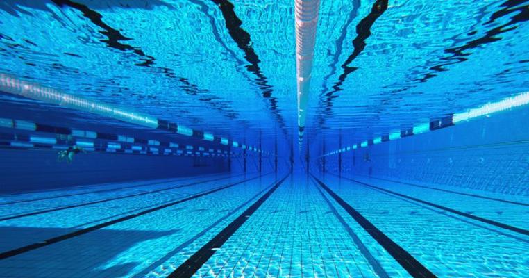 70 de milioane de dolari daune morale pentru familia fetiței de 14 ani care s-a înecat în timpul unui antrenament la înot